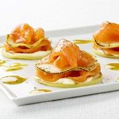 Salmon Ahumado - Learn the latest news on Salmon Ahumado and all stories, videos, photos of Salmon Ahumado from - HOLA! Healthy Low Carb Recipes, Healthy Cooking, No Cook Appetizers, Salty Foods, Party Finger Foods, Food Decoration, Mini Foods, Light Recipes, Food Plating