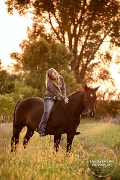 Sarah's Senior Photos with her Horse Ace | Shelley Paulson Photography Blog