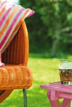 Updating Garden Furniture - Rustoleum universal all surface spray paint.