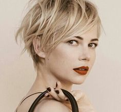 Michelle Williams pour Louis Vuitton : coupe courte dessous et long dessus - Pixie and undercut for this great hairstyle.