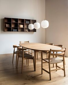Mid-century Scandinavian and Californian design meet in Carl Hansen & Son's new showroom in San Francisco, which the Danish furniture brand has opened to continue its US expansion. Dining Room Paint, Dining Room Design, Dining Room Furniture, Dining Room Table, Mid Century Dining Table, Mid Century Modern Dining Room, Wooden Dining Tables, Design Bedroom, Room Chairs