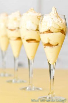Decadent Banana Pudding and it& easy. Uses sweetened condensed milk, boxed pudding mix, whipped cream. Mini Desserts, Just Desserts, Delicious Desserts, Dessert Recipes, Yummy Food, Trifle Desserts, Pudding Recipes, Plated Desserts, Yummy Treats