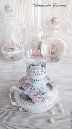 This could be my favourite lamp of all time, just lovely. Shabby Vintage, Vintage Lamps, Vintage Crafts, Estilo Shabby Chic, Shabby Chic Style, Shabby Chic Decor, Jar Crafts, Diy And Crafts, Decoupage