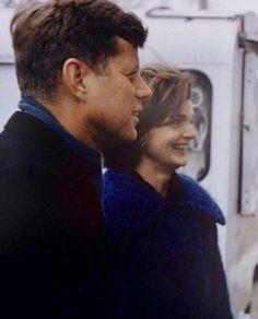 """I'm a woman above everything else"" Jackie Kennedy Jaqueline Kennedy, Jacqueline Kennedy Onassis, Caroline Kennedy, American Presidents, Us Presidents, American History, Celebridades Fashion, Familia Kennedy, John Junior"