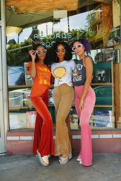 Photo Protest - ALL Dazey Ladies are Equal - - Fighting for Equallity Growing up in left-winged California around so many different cultures and people has somewhat shielded me from the bigotry and racism th Source by shopbirdie 70s Outfits, Vintage Outfits, Cute Outfits, Fashion Outfits, Fashion Trends, Hippie Outfits, Black Girl Aesthetic, Aesthetic Fashion, Aesthetic Clothes