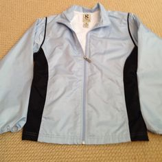 Fitted spring jacket Nice fitted jacket light blue and black, small stain in third picture not very noticeable Gear for sports Jackets & Coats Utility Jackets