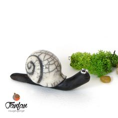 Escargot Noir et blanc craquelé en céramique Raku : Accessoires de maison par fanfan-rouge-gorge