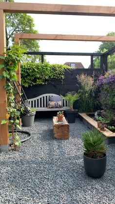 Small Backyard Landscaping, Small Backyard Gardens, Backyard Patio Designs, Narrow Backyard Ideas, Small Back Gardens, Concrete Backyard, Courtyard Landscaping, Backyard Layout, Courtyard Ideas