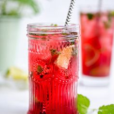 This pretty and refreshing pink Mojito is the perfect cocktail for Spring! Simply add some raspberries and a splash of cherry brandy