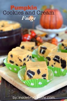 Pumpkin Cookies and Cream Fudge - an easy pumpkin pudding fudge filled with chunks of cream filled cookies  www.insidebrucrewlife.com