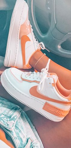 Jordan Shoes Girls, Girls Shoes, Cute Sneakers, Shoes Sneakers, Nike Shoes Air Force, Aesthetic Shoes, Hype Shoes, Fresh Shoes, Cute Casual Outfits