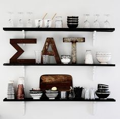open shelving: dark wood shelves with white brackets Cafe Interior, Kitchen Interior, Interior Styling, Interior Decorating, Interior Design, Kitchen Wall Shelves, Wood Shelves, Kitchen Dinning, Dining Room