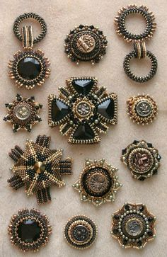 Brooches Handmade, Vintage Brooches, Handmade Jewelry, Bead Embroidery Jewelry, Beaded Embroidery, Vintage Costume Jewelry, Vintage Jewelry, Jewelry Stores Near Me, Beaded Jewelry Designs