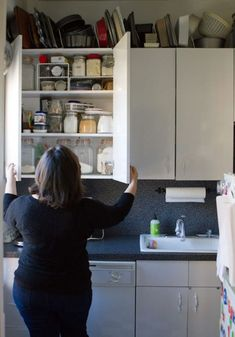 Deb Perelman's Tiny Smitten Kitchen Rental Hells Kitchen, Rental Kitchen, New Kitchen, Kitchen Ideas, Small Space Living, Tiny Living, Smitten Kitchen Cookbook, Rental Home Decor, Kitchen Doors