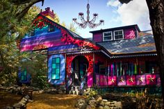 Psychedelic house, chandelier outside, color explosion IN YOUR FACE! <3