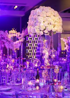 This is one of those weddings where we are so in love with each and every detail. Check out this Luxe Metallic Wedding.