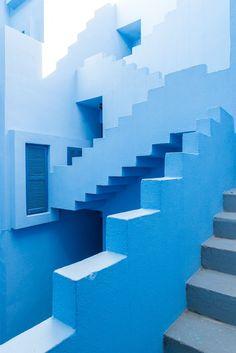 Colour Architecture, Modern Architecture, Staircase Architecture, Business Architecture, Architecture Photo, Amazing Architecture, Deco Miami, Image Bleu, Le Grand Bleu