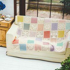 ひと編みごとにほほえみを誘う、甘くやさしい色とモチーフ。 ふんわりやさしい色でつなぐ 方眼編みと模様編みドイリーの会