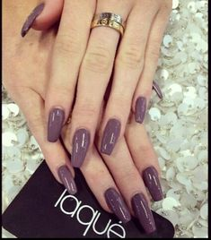 Kylie Jenner is a nail idol. If you want to learn Kylie Jenner's nails, nail shapes, nail designs and nail colors, this guide is definitely for you. Love Nails, How To Do Nails, Pretty Nails, My Nails, Shiny Nails, Purple Nails, Uñas Kylie Jenner, Kylie Nails, Casket Nails