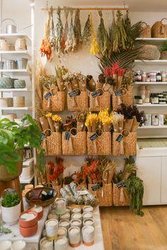 Gift Shop Interiors, Flower Shop Interiors, Flower Shop Decor, Flower Shop Design, Flower Truck, Flower Bar, Florist Shop Interior, Gift Shop Displays, Flower Market