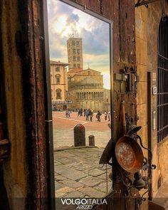 """""""Mi piace"""": 223, commenti: 6 - Volgo Arezzo (@volgoarezzo_) su Instagram: """"Piazza Grande ad Arezzo. Foto di @adry_parisi  #volgoarezzo #volgoitalia #volgotoscana #volgosocial…"""""""