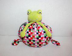 Pompon la grenouille, doudou grenouille pour bébé au crochet : Jeux, jouets par mademoisellebigoudi