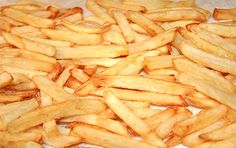 Traditional beef-tallow-french-fries Much healthier than todays trans fat version Beef Kabob Recipes, Snack Recipes, Cooking Recipes, Delicious Recipes, Side Recipes, Whole Food Recipes, Beef Dripping, Beef Tallow, Crispy French Fries