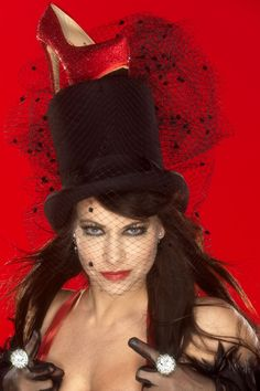 Cirque Stiletto 2 - Ellen ten Damme - Stouter dan stout - 12 en 13 dec 2013 in Schouwburg Amphion