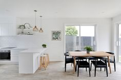 Fabulous end Terrace home, the ultimate in easy, low maintenance luxury living. Drenched in afternoon sun and cleverly designed with a high stud, over-sized double glazed windows, tiled finishes and a high spec kitchen complete with stone benchtop and European appliances.