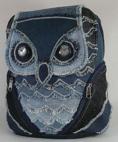 A denim owl backpack- very unique and interesting! Owl Backpack, Denim Backpack, Backpack Pattern, Denim Purse, Jean Crafts, Denim Crafts, Mochila Jeans, Redo Clothes, Owl Bags