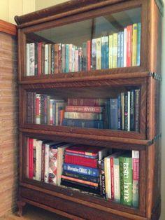 Charmant Organized Bookshelf