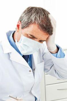 Hochrisikobereich Krankenhaus  Patienten sollen mithelfen, Fehler im Krankenhaus zu vermeiden. Lieber zu viel als zu wenig nachfragen, lautet der Rat einer neuen Broschüre. Eine sinnvolle Idee – oder doch eher absurd?  Quelle/Bild: Robert Kneschke/Fotolia