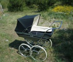Vintage Silver Cross pram. Went over land or on stairways, still couldn't tip it.