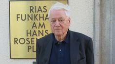 """Seit mehr als 50 Jahren ist Alexander Kluge Autor und Filmemacher. Sein persönliches Archiv aus Produktionsunterlagen, Manuskripten, Korrespondenzen und anderem übergibt er jetzt der Akademie der Künste: """"Sozusagen eine Chronik von 50 Jahren""""."""