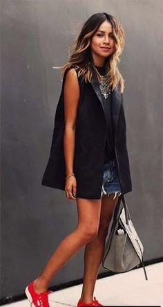 Νέο αμανικο σακάκι!!!   Για παραγγελιες ➡️ Στειλε μας μηνυμα στο Messenger εδω: m.me/dress2undress