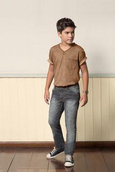 M2A Jeans | Fall Winter 2014 | Teen Collection | Outono Inverno 2014 | Coleção Juvenil | peças | calça jeans masculina; camiseta marrom masculina; jeans; denim.