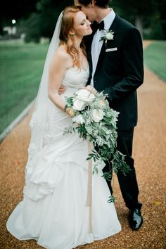 Bride and groom at Belle Meade Plantation in Nashville, TN. Bouquet by Jessica Sloane Event Styling & Design, image by Austin Gros.