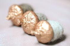 Deko-Objekte - 6 Eicheln aus Filz Filzeicheln Filzwolle kupfer - ein Designerstück von FILZFORM bei DaWanda