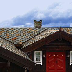 Skifer passer til så mangt! Her er det brukt Otta Pillarguri skifer fra Minera for et nesten vedlikeholdsfritt hyttetak👏👏#modenafliser Nest, House Styles, Instagram Posts, Home Decor, Nest Box, Homemade Home Decor, Decoration Home, Interior Decorating