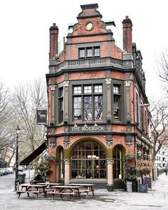 London The architecture of this building is wonderful. Architecture Art Nouveau, London Architecture, Beautiful Architecture, Beautiful Buildings, Architecture Details, Beautiful Places, London Pubs, Old London, British Pub
