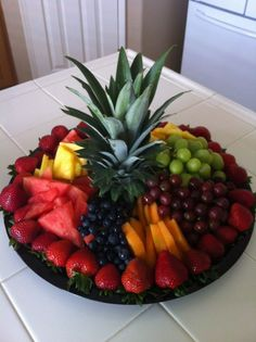 pictures of fruit trays - Yahoo Image Search Results Party Trays, Party Dishes, Party Platters, Food Platters, Birthday Party Snacks, Fruit Party, Veggie Tray, Vegetable Dishes, Fruit Recipes