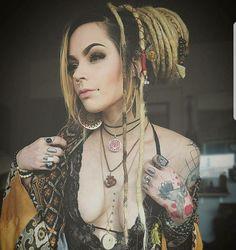 Dreads - Hi mirror - Hot Tattoo Girls, Tattoed Girls, Inked Girls, Dreadlock Hairstyles, Messy Hairstyles, Sexy Tattoos, Girl Tattoos, White Girl Dreads, Dreadlocks Girl