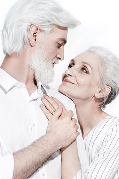 Old Couple Photography, Fantasy Photography, Old Couple In Love, Couples In Love, Older Couples, Sketches Of Love, Growing Old Together, Older Models, Romantic Pictures