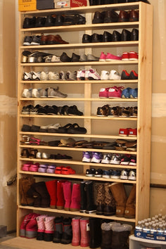 craczit DIY Schuhregal Ideen auf ein Budget # Budget The 34 Principles Of An Garage Shoe Storage, Garage Storage Solutions, Garage Shelving, Garage Organization, Storage Ideas, Shoe Rack In Garage, How To Build Shoe Storage, Shelving Racks, Wood Shoe Storage