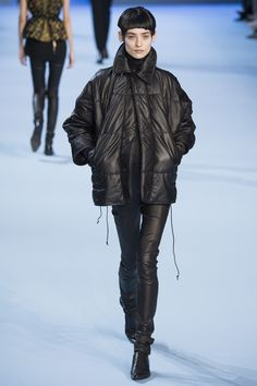Haider Ackermann Fall 2017 Ready-to-Wear Fashion Show Collection: See the complete Haider Ackermann Fall 2017 Ready-to-Wear collection. Look 27 Haider Ackermann, Fashion Week Paris, Fashion 2017, Runway Fashion, Winter Mode, Fall Winter, Winter 2017, Leather Fashion, Fashion Boots