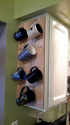30 Creative Coffee Station with Hanging Cup Holder Ideas - napier news Coffee Cup Storage, Coffee Cup Rack, Coffee Mug Display, Coffee Mug Holder, Coffee Nook, Coffee Bar Home, Coffee Cups, Coffee Maker, Coffee Beans