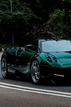 This is one drop dead gorgeous #Pagani Huayra. See more cool pictures like this by clicking on the pic! #Porsche| http://porschecarscollectionssienna.blogspot.com