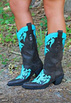 Too beautiful ❤️ I need a good pair of cowgirl boots one day.