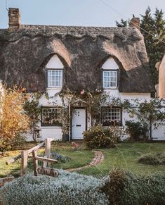 9 Enchanting English Country Cottages to Fall in Love With - Cottage Journal English Cottage Style, English Country Cottages, English House, French Cottage, English Countryside, Cozy Cottage, Cottage Homes, Brick Cottage, Cottage Style Houses