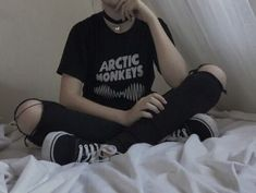 black, grunge, and arctic monkeys image Edgy Outfits, Grunge Outfits, Grunge Fashion, Girl Outfits, Fashion Outfits, Grunge Clothes, 90s Fashion, Grunge Jeans, Hipster Outfits